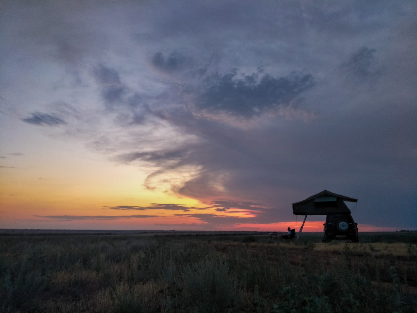 Overlanding 4x4 sunset